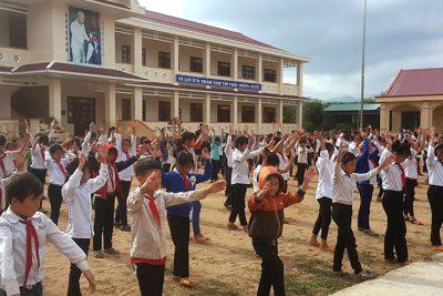 Niềm vui của học sinh ở bản Hmông