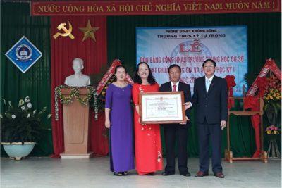 Trường THCS Lý Tự Trọng huyện Krông Bông đón Bằng công nhận trường đạt chuẩn Quốc gia và tổ chức sơ kết học kỳ năm học 2017 – 2018